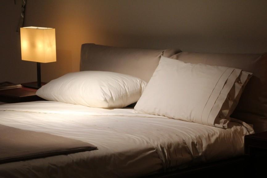 Średnio twardy materac H3 – sposób na komfortowy sen