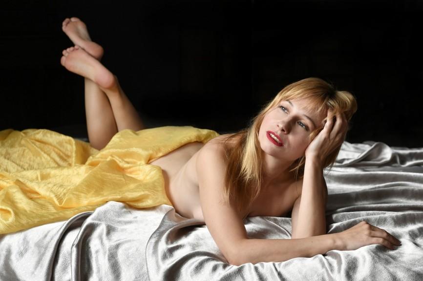 Jaki wpływ ma pozycja snu na wybór materaca – pozycja na brzuchu